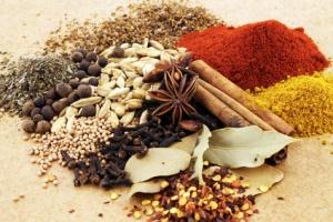 10 Gewürze, die gut schmecken und Heilkräfte besitzen