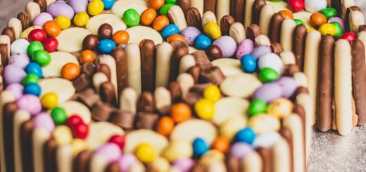 Gebacken statt verpackt: Geldgeschenke in Kuchen und Pralinen