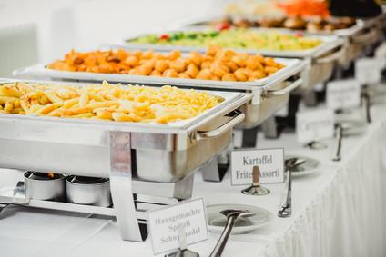 Wie vergleiche ich die Angebote von Cateringfirmen?