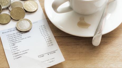 Wie viel Trinkgeld gibt man im Restaurant im Ausland?